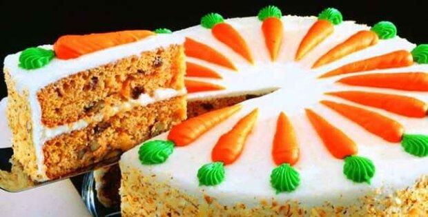 Кусочек уюта и тепла: вкусный рецепт морковного торта с черносливом