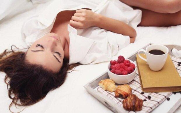 """Кава в ліжко: вчені виявили """"велелюбну"""" користь напою"""
