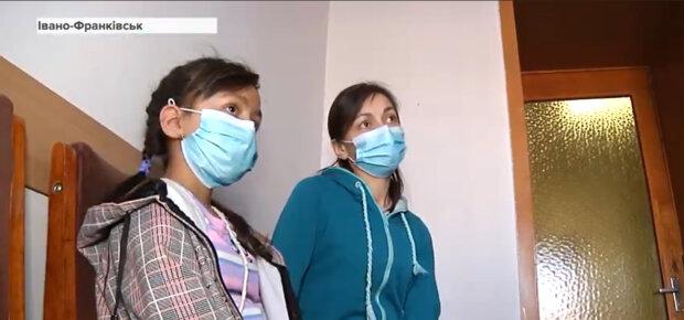 """Прикарпатка з рідкісною хворобою розповіла, як жити з чужою печінкою: """"Лікарі давали 1%"""""""