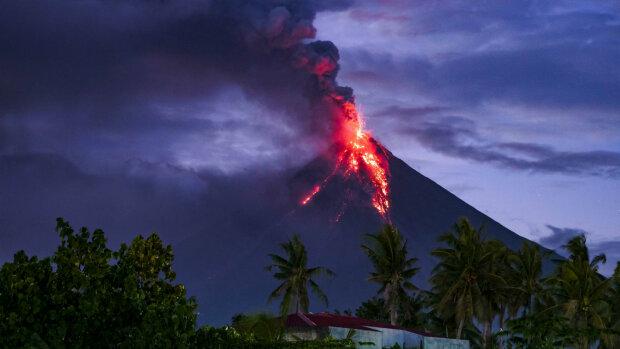 На райском курорте проснулся огненный монстр, все живое в опасности: невероятное видео