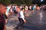 """Романенко порівняв Зеленського із Трюдо після купання у фонтані: """"Та хоч голим"""""""