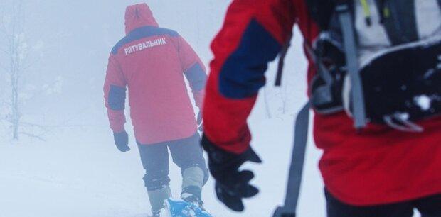 Туристів з Києва засипало снігом в Карпатах, рятувальники втратили спокій і сон: що з людьми