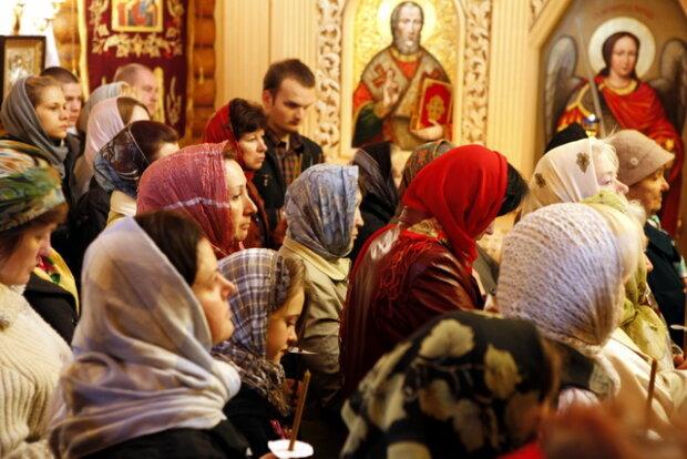 "Замолить грехи ""на дому"": под Франковском церковная фанатичка утащила мощи святого"