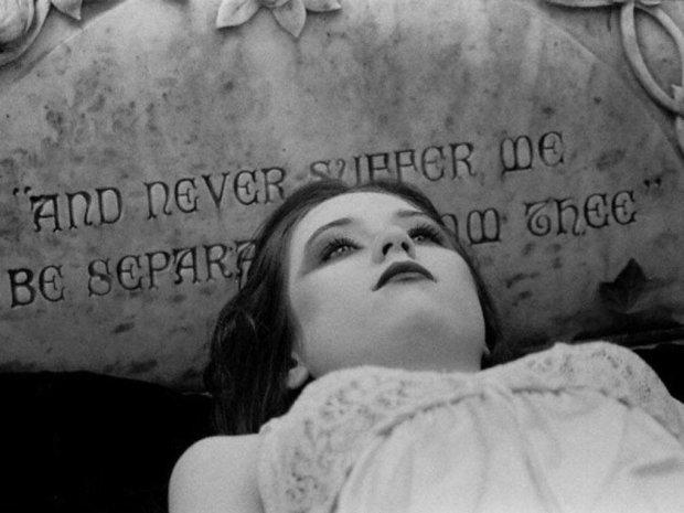 Жінка заснула на 20 років, але розбудив її не поцілунок принца, а смерть