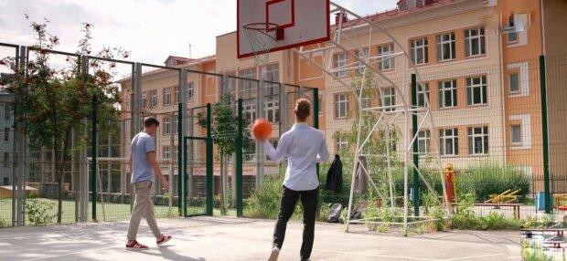 Спортивний майданчик, фото: скріншот з відео