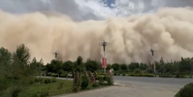 Піщана буря в Китаї, скріншот: Youtube
