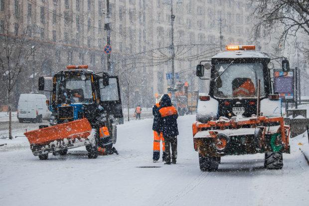 Машины в хлам, люди на рентген: снежный апокалипсис превратил Киев в холодный ад, коммунальщики бессильны