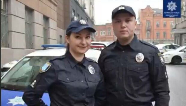 Подружжя поліцейських витягли з палаючої квартири пенсіонера - готові пожертвувати собою заради інших