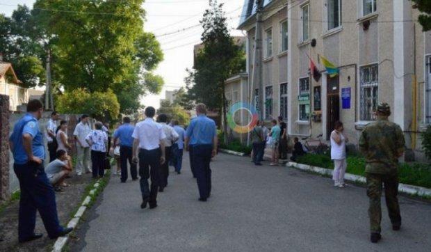 """На Прикарпатті невідомі підпалили офіс """"Правого сектору"""" (фото)"""