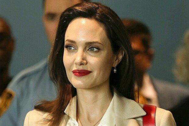 Джоли сфотографировали крупным планом и без фотошопа: как выглядит звезда после болезненного развода
