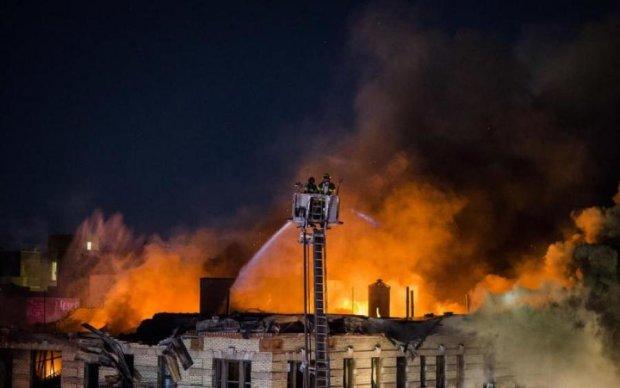 Нью-Йорк у вогні: найбільша за всю історію пожежа нищить місто