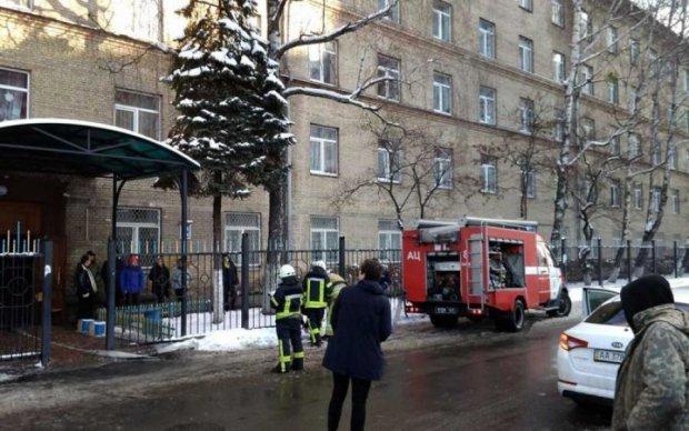 Велика пожежа під Києвом: повний студентів гуртожиток охопив вогонь