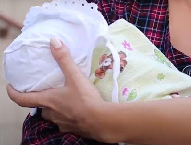 Тіло шукали два дні - на Тернопільщині мати народила і викинула дитину у вигрібну яму