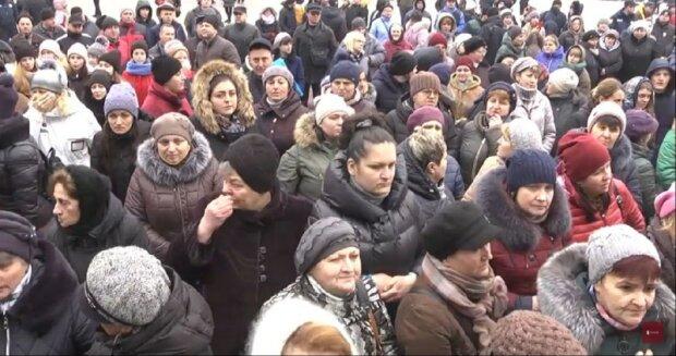 Під Тернополем жителі перекрили дороги, щоб не пустити евакуйованих з Уханя українців в санаторій