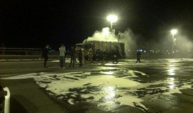 На мосту Патона в Києві сталася жахлива аварія (фото)