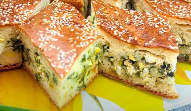 Заливной пирог с яйцами и зеленью – сытное блюдо для семейного ужина