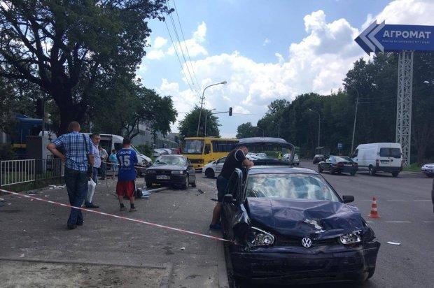 Львовщину парализовало жуткое ДТП: водитель легковушки устроил кровавый боулинг, кадры 18+