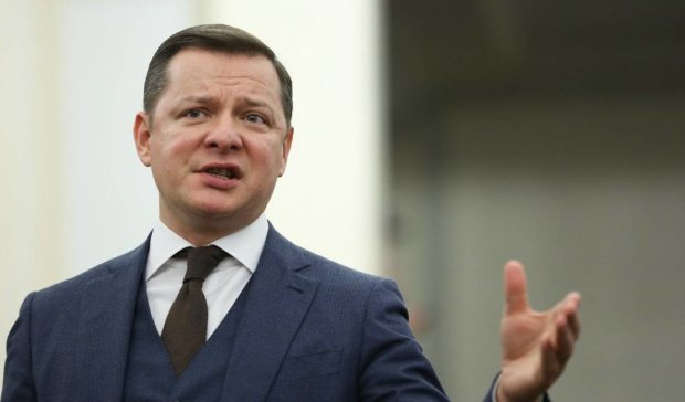 """Скандальні чиновники повторили """"подвиг"""" Ляшка і """"роздяглися"""" просто на виборчій дільниці"""