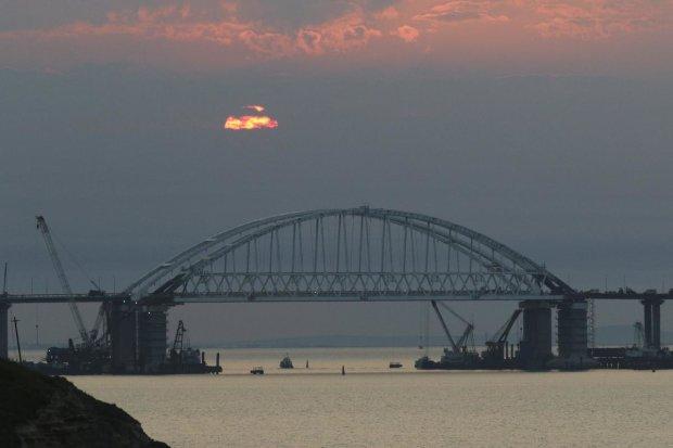 """Керченский мост выдержал шторм: сеть рыдает над главным """"достижением"""" россиян"""