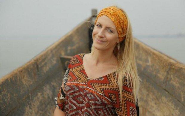 """Торгует на хмельницком рынке: Леся Никитюк рассказала, кто был ее """"первым"""""""