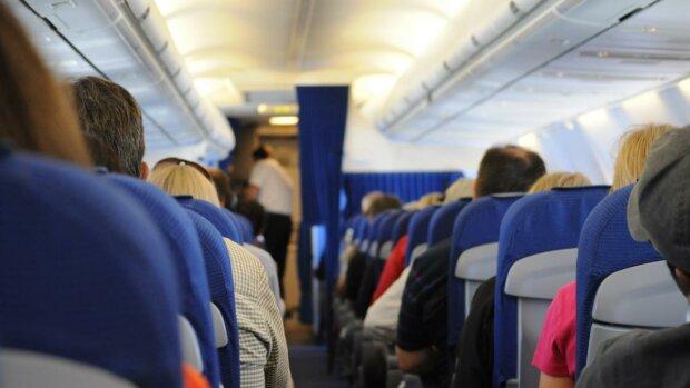 """Пасажири аеропорту осатаніли, людей більше доби тримали у полоні: """"Робіть що хочете, але..."""""""