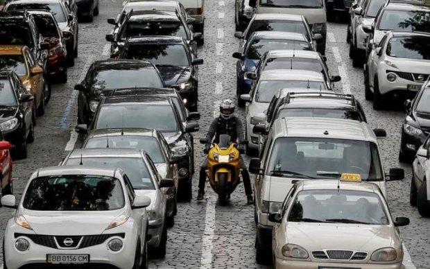 Багатокілометровий затор занурив Київ у транспортне пекло