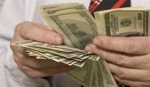 Валютник під дулом пістолета забрав у киянина 10 тисяч доларів