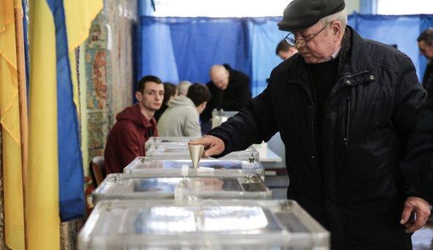 Скільки українців проголосувало станом на 15:00: ЦВК оприлюднила дані