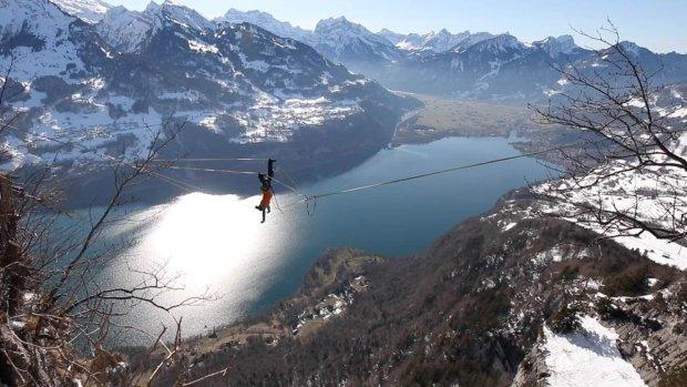 Колесо над бездной: экстремал покорил вершины Альп опасным трюком