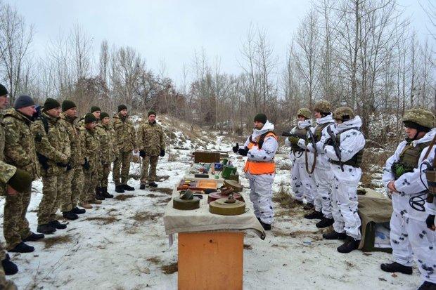 """Украина сегодня """"свернет"""" военное положение"""