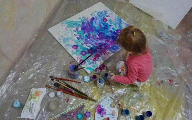 Український вундеркінд: 3-річна художниця продає роботи за сотні доларів