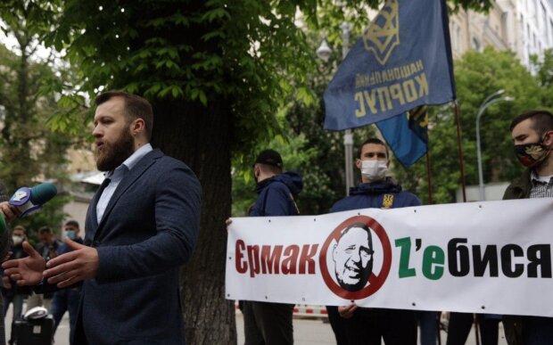 Возле Мариинского парка, где отчитывался Зеленский, начались протесты – Нацкорпус против Ермака