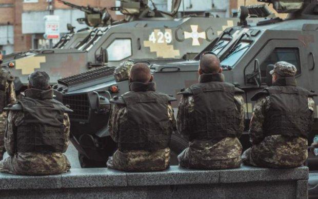 Дурість чи патріотизм: нахабний водій додав у парад ЗСУ німецьку розкіш