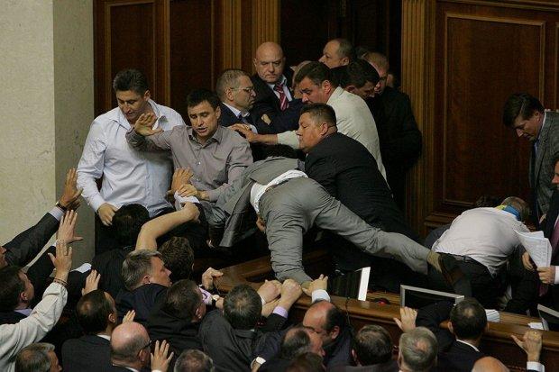 Украинские депутаты круто забухают за наш счет: список закупок элитного алкоголя