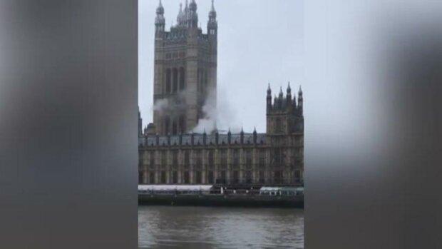 В улюбленому палаці Єлизавети II спалахнула пожежа