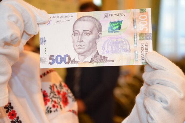 """Украину заполонили поддельные деньги: как вычислить фальшивку и не """"влететь в копейку"""""""