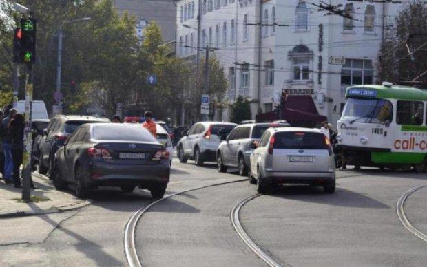 Київські месники провчили чергового когута парковки. Як вам покарання