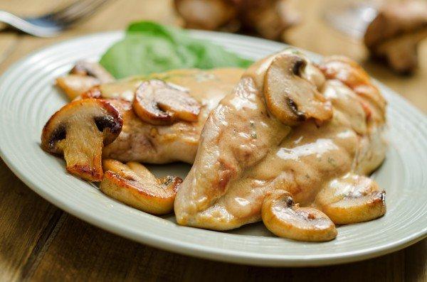 Рецепт для любого случая: куриное филе в сливочно-грибном соусе