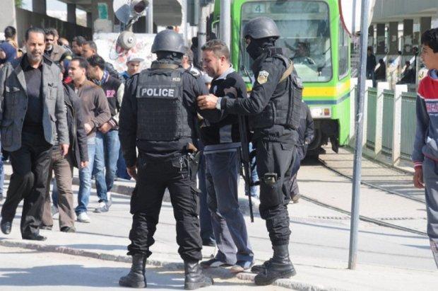 В Тунисе задержали 12 подозреваемых в расстреле туристов