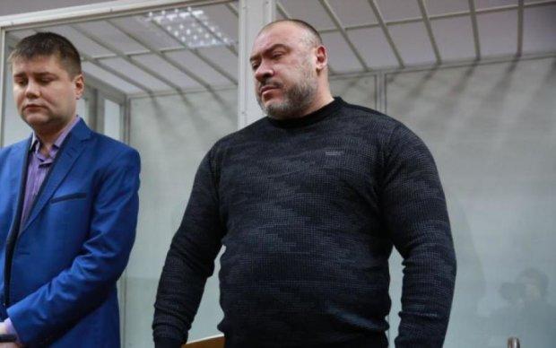 """Шарики и мандаринки: главный """"титушковод"""" спрятался в больнице -  активисты нашли"""