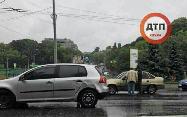 Серйозна ДТП паралізувала столичні дороги