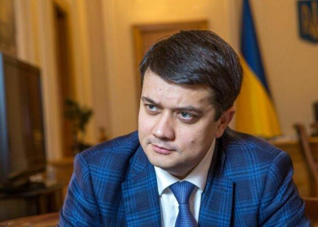 Спікер Ради Разумков не зміг пояснити космічні доходи нинішніх чиновників