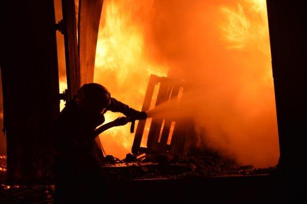 Будівлю уряду охопив вогонь