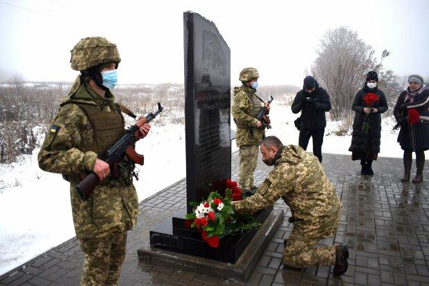 """В Волновахе почтили память жертв теракта - целый автобус расстреляли из """"Градов"""""""