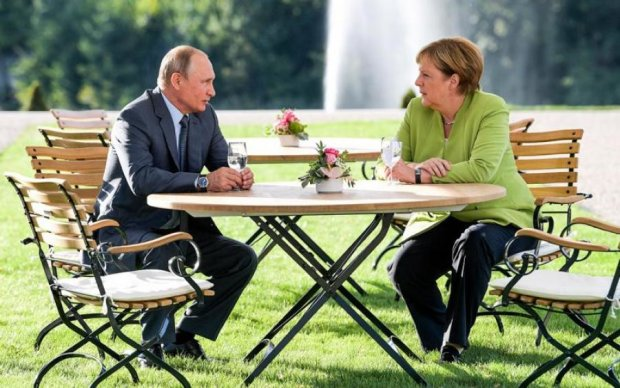 """Замість тисячі слів: у мережі регочуть над обличчями Путіна і Меркель після """"побачення"""""""
