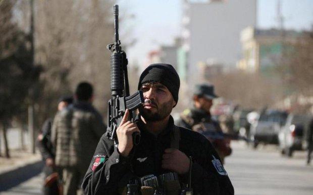 Террористы напали на посты полицейских: погибли десятки человек