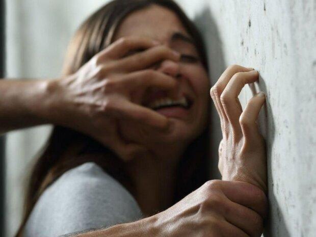 Військовий вдерся в дім під Києвом та жорстоко розправився з жінкою: подробиці злочину