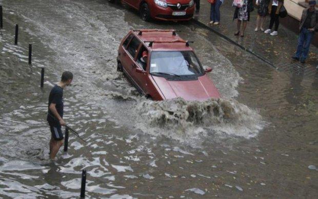 Потужний удар стихії паралізував Закарпаття, людей евакуювали: фото