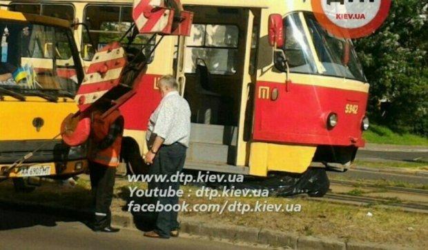 У Києві трамвай розчавив пішохода