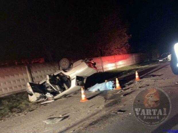 Под Львовом двое водителей погибли в ДТП, фото: Варта